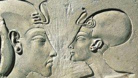 Nefertiti y Akenatón (Akhenaten)